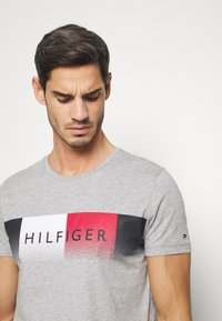 Tommy Hilfiger - TH COOL  - T-shirts print - grey