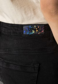 ONLY - ONLPAOLA - Jeans Skinny - black - 4