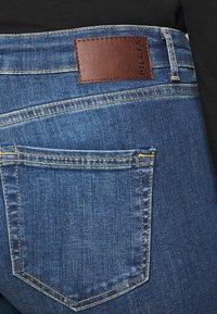 Pieces Curve - PCDELLY  - Jeans Skinny Fit - medium blue denim - 5