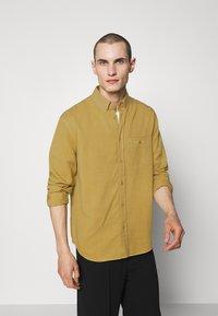 Filippa K - ZACHARY - Košile - khaki lime - 0