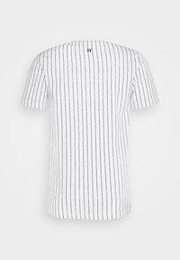 11 DEGREES - VERTICAL STRIPE  - Print T-shirt - white/black - 1