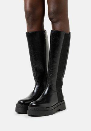 LOVE 12 - Platåstøvler - black
