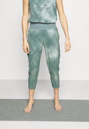 NOLITA SLIM TAPERED PRINTED CROP PANT - Pantalon de survêtement - vintage grey