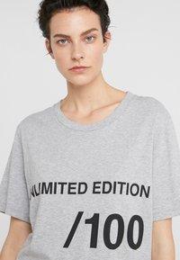 MM6 Maison Margiela - T-shirt imprimé - grey melange - 4