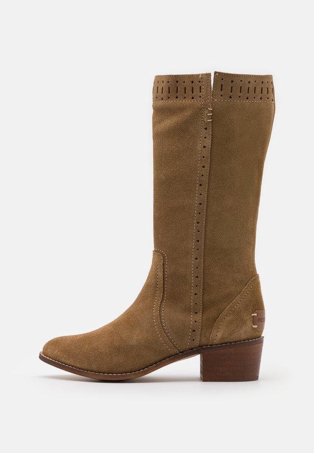 DAELIS - Boots - sand