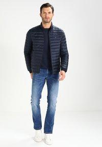 Tommy Hilfiger - LIGHTWEIGHT - Down jacket - sky captain - 1