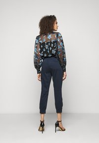 J Brand - ARKIN ZIP ANKLE  - Trousers - night out - 2