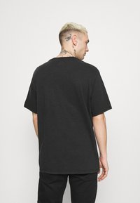 Levi's® - RELAXED FIT POCKET TEE - T-shirt basique - blacks - 2