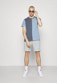 CLOSURE London - SPLICED TEE - Jednoduché triko - slate - 1