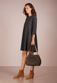 MICHAEL Michael Kors - RAVEN SHOULDER BAG - Handbag - brown - 1