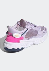 adidas Originals - OZWEEGO LITE W - Trainers - purple - 3