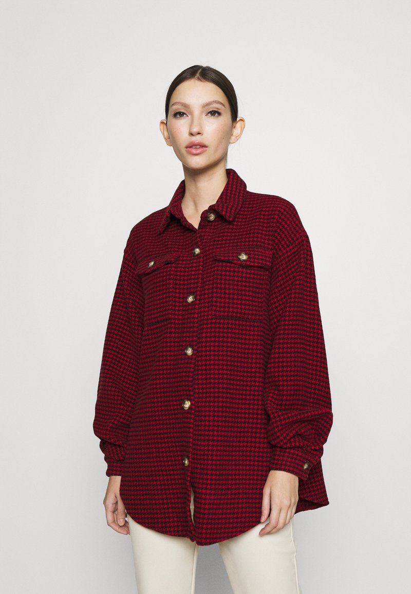 Missguided - DOGTOOTH OVERSIZED SHACKET - Button-down blouse - red
