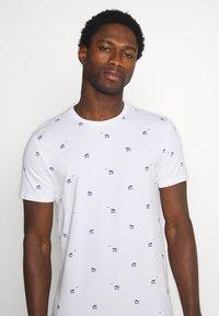 Petrol Industries - T-shirt med print - bright white - 3