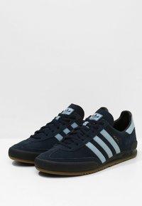 adidas Originals - JEANS - Sneaker low - conavy/ashblue/gum - 2