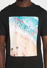 Guess - WATERLINE TEE - Print T-shirt - jet black - 5