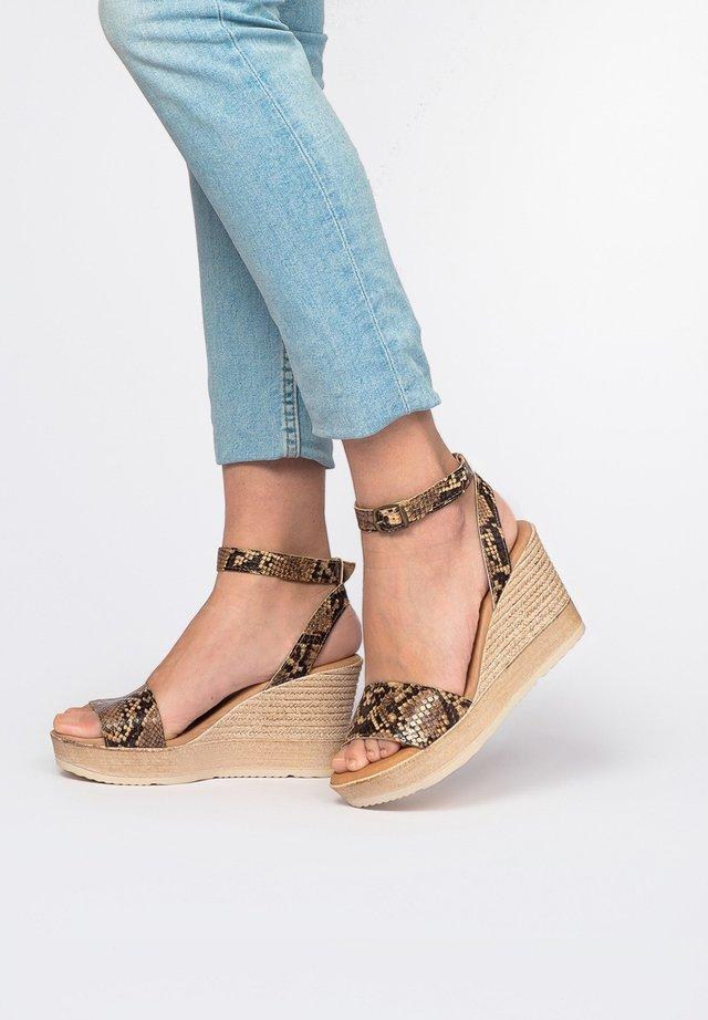 High heeled sandals - Marrón