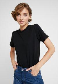 KIOMI - 2 PACK - Basic T-shirt - white/black - 5