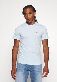 Barbour Beacon - SMALL LOGO TEE - T-shirt - bas - pale sky - 0