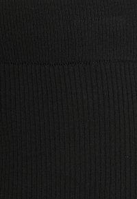 MAMALICIOUS - MLKIKA SLIM SKIRT - Pouzdrová sukně - black - 5