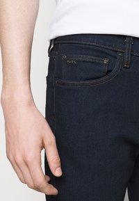 Michael Kors - PARKER  - Slim fit jeans - rinse wash - 3