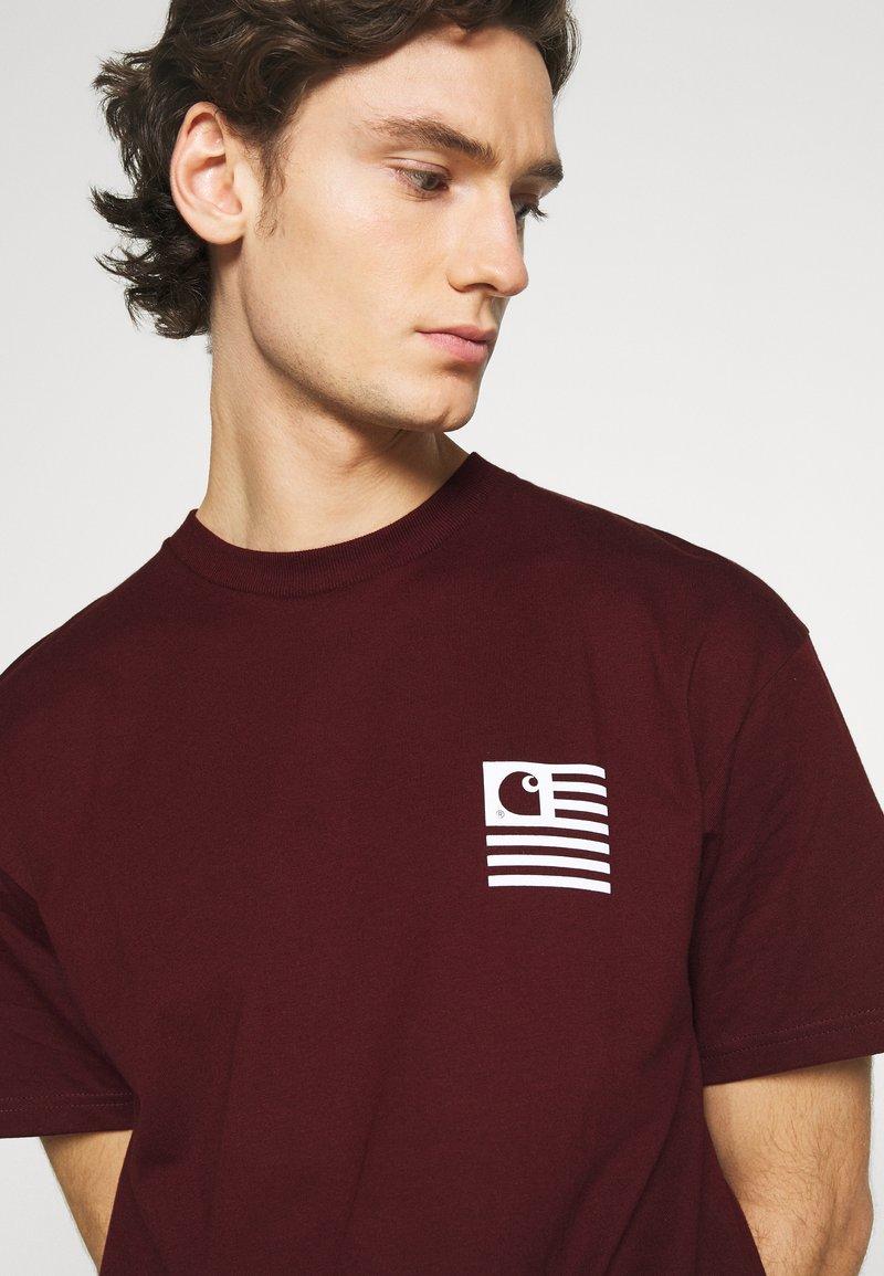 Digno enfermero inoxidable  Carhartt WIP WAVING STATE FLAG - Camiseta estampada -  bordeaux/white/burdeos - Zalando.es