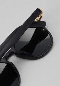 Urban Classics - SUNGLASSES ITALY WITH CHAIN - Sunglasses - black/gold-coloured - 2