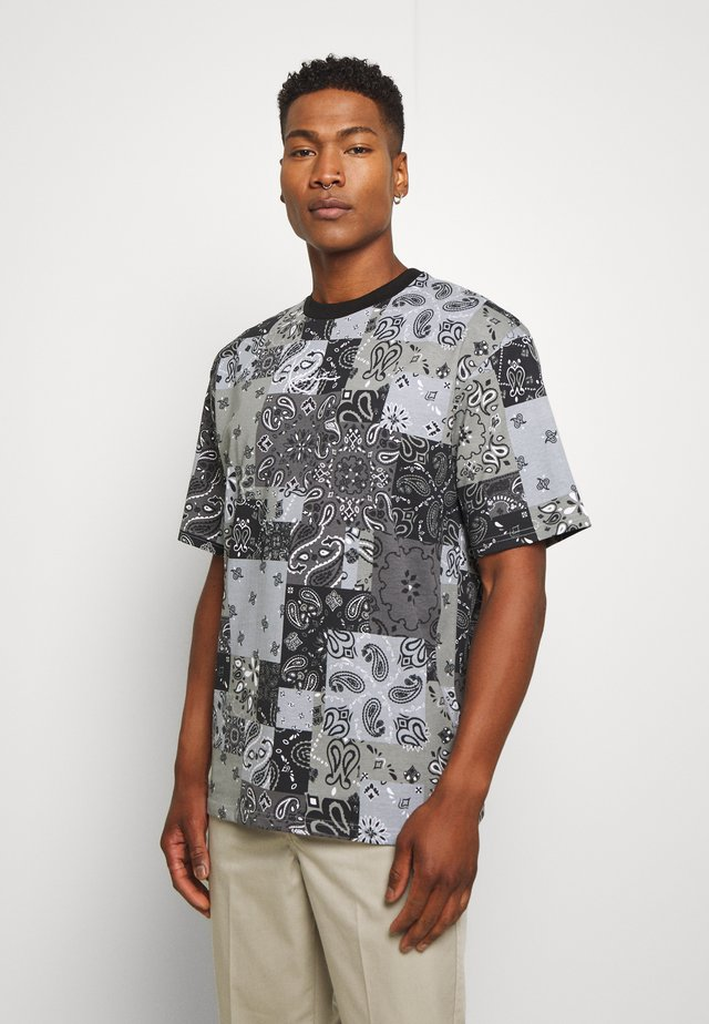 SIGNATURE PAISLEY TEE - T-shirt con stampa - black