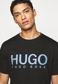 HUGO - DOLIVE - Print T-shirt - black/blue - 3