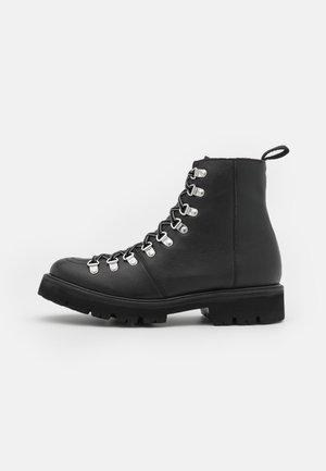 NANETTE VEGAN - Snørestøvletter - black