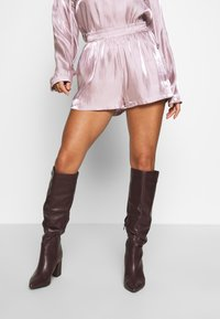 Missguided Petite - CODE CREATE - Shorts - pink - 0