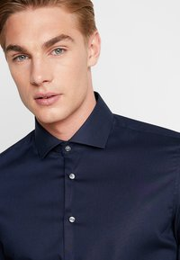 Seidensticker - SLIM SPREAD KENT PATCH - Formal shirt - dunkelblau - 3