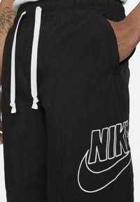 Nike Sportswear - ALUMNI  - Shorts - black - 5