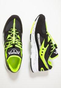 Saucony - AYA - Sneakers laag - black/neon - 1