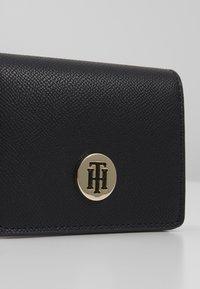 Tommy Hilfiger - HONEY HOLDER - Peněženka - black - 2
