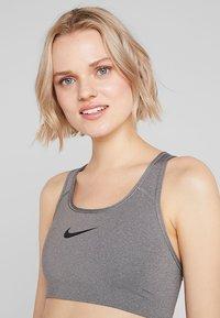 Nike Performance - CLASSIC - Sportovní podprsenka - grey - 4