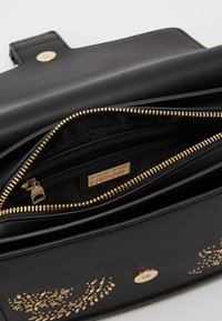 Versace Jeans Couture - SHOULDER BAG COUTURE STUDS - Handtas - nero - 2
