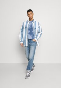 American Eagle - STAMP TIE DYE - T-shirt con stampa - blue - 1
