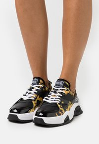 Versace Jeans Couture - Sneakersy niskie - black - 0