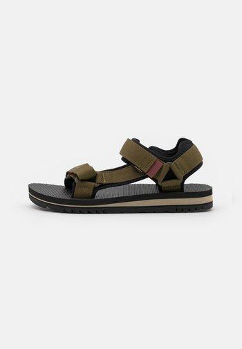 UNIVERSAL TRAIL - Walking sandals - dark olive