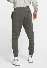 Nike Sportswear - CLUB - Tracksuit bottoms - twilight marsh/twilight marsh/white - 2