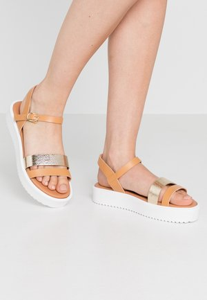 LEATHER PLATFORM SANDALS - Platform sandals - cognac