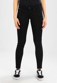 Tommy Jeans - HIGH RISE SKINNY SANTANA - Jeans Skinny - dana black stretch - 0