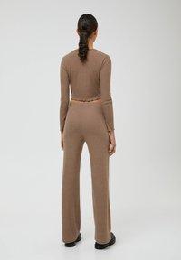 PULL&BEAR - Trousers - mottled beige - 2