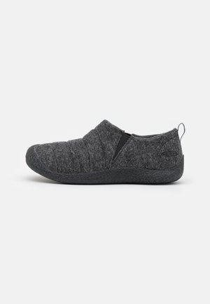 HOWSER II - Vaelluskengät - charcoal grey/black