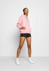 Levi's® - HOODIE - Hoodie - blush garment - 1