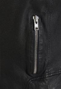 Vero Moda - VMBUSTER SHORT JACKET - Chaqueta de cuero - black - 6