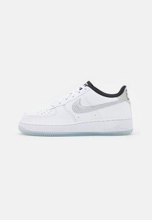 AIR FORCE 1 LV8 UNISEX - Sneaker low - white/glacier blue/glacier ice