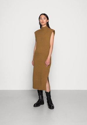 PAM DRESS - Gebreide jurk - dull gold
