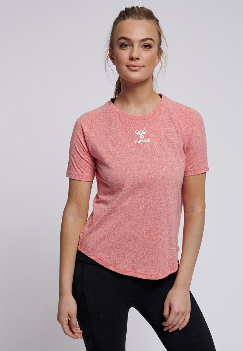 Hummel - PEYTON  - Print T-shirt - calypso coral