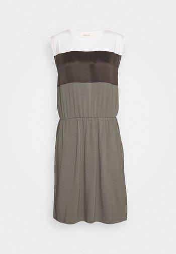 UNGEFÜTTERT KURZ - Jersey dress - patch/khaki/white